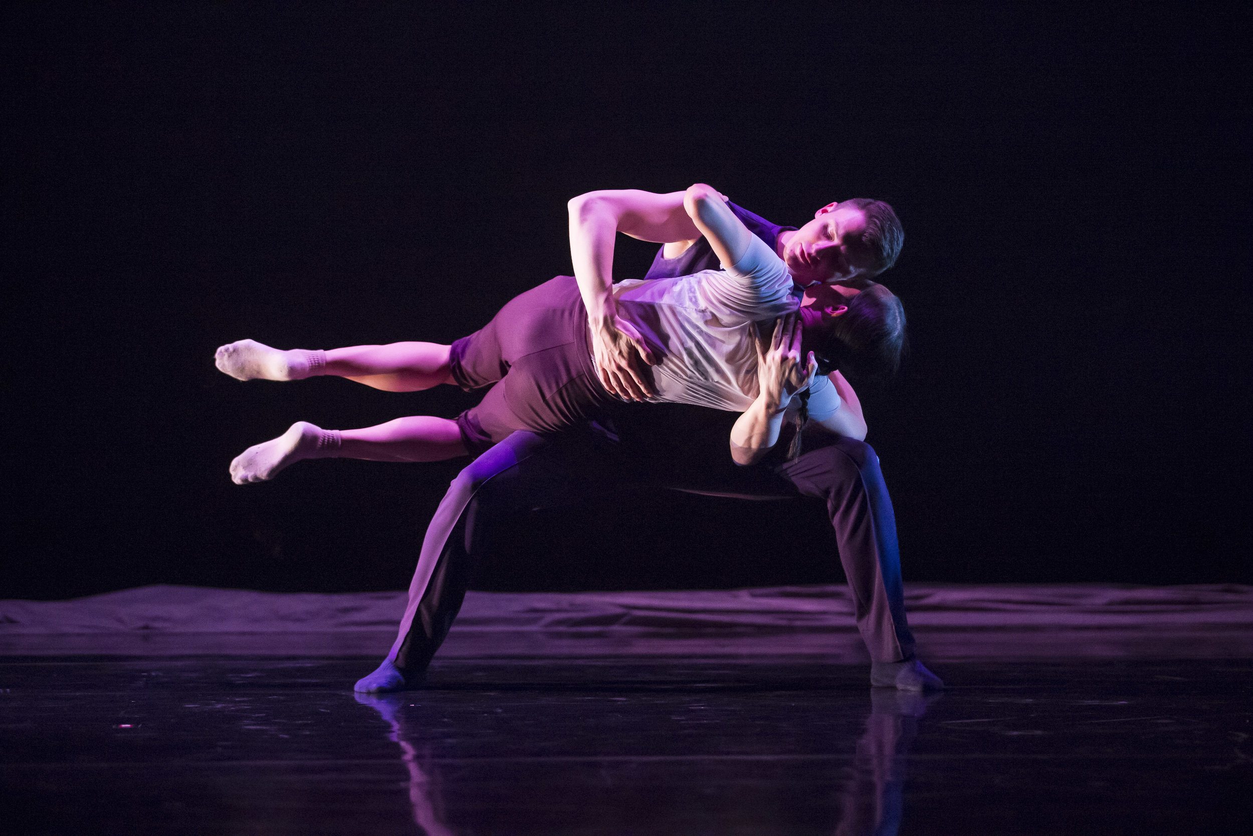 Hubbard Street Dancers Jessica Tong and Jason Hortin in Cloudline by Robyn Mineko Williams - Photo by Todd Rosenberg