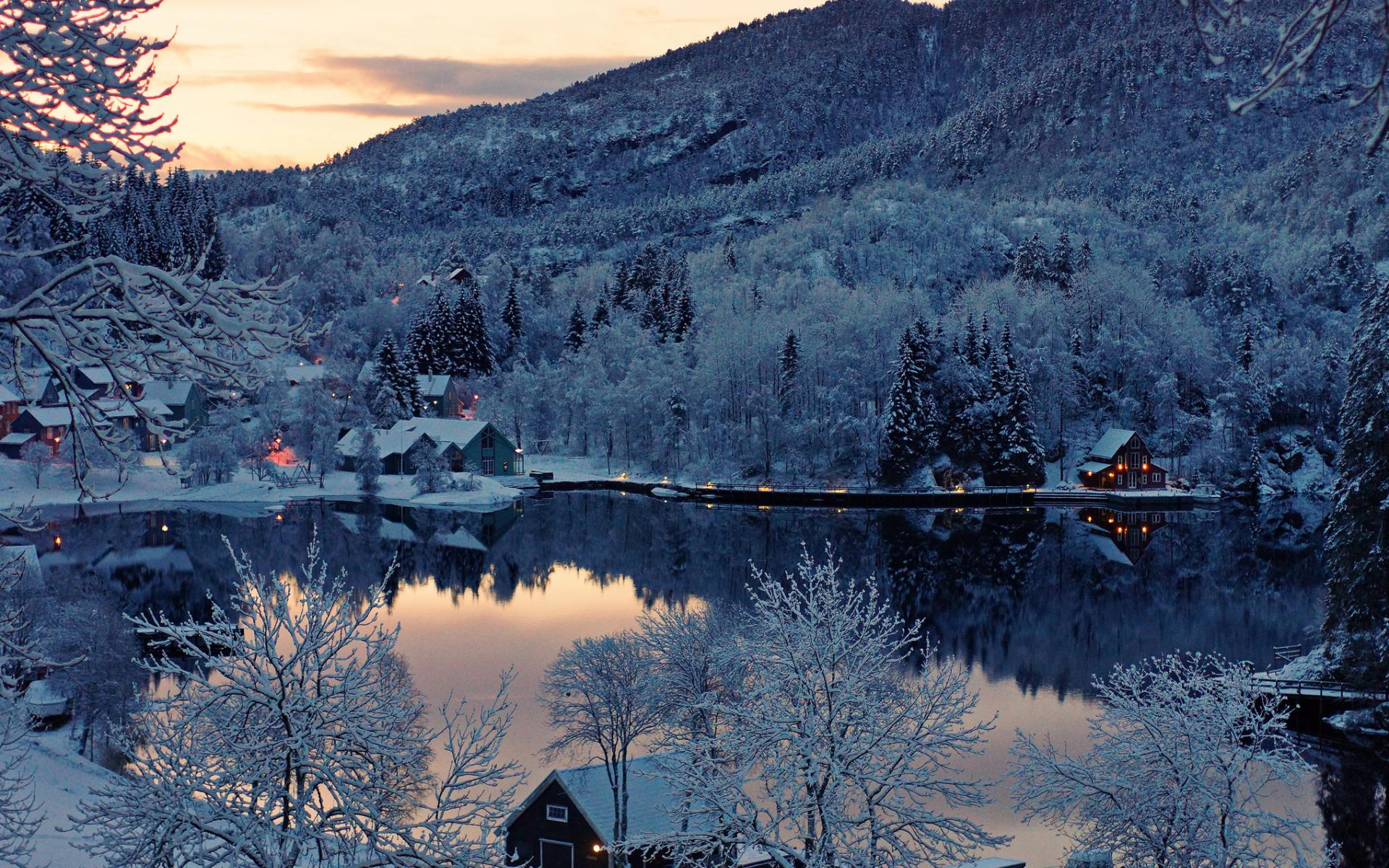Norway_nature_landscapes_lakes_water_reflection_hills_mountains_trees_forest_sunset_sunrise_scenic_winter_snow_seasons_architecture_buildings_houses_resort_lights_1920x1200.jpg