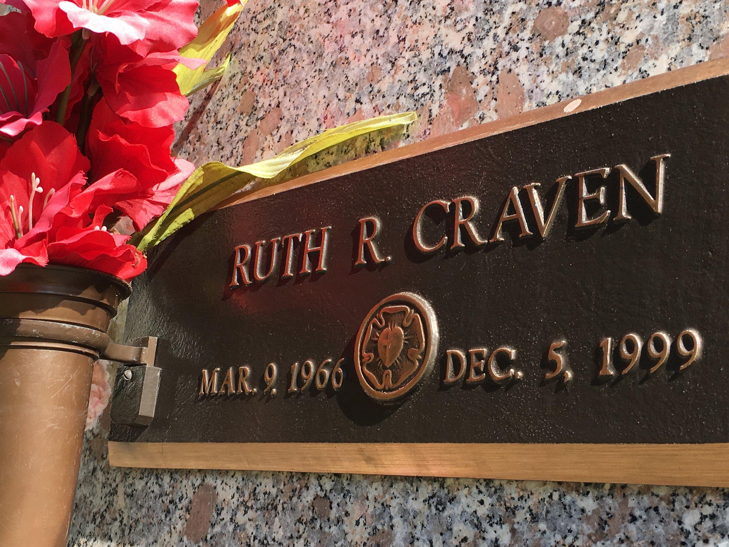 Ruth Rhoden Craven's tomb in Mount Pleasant, S.C.