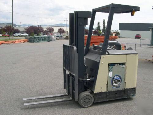 Crown-rc-model-electric-forklift-photo-5.jpg