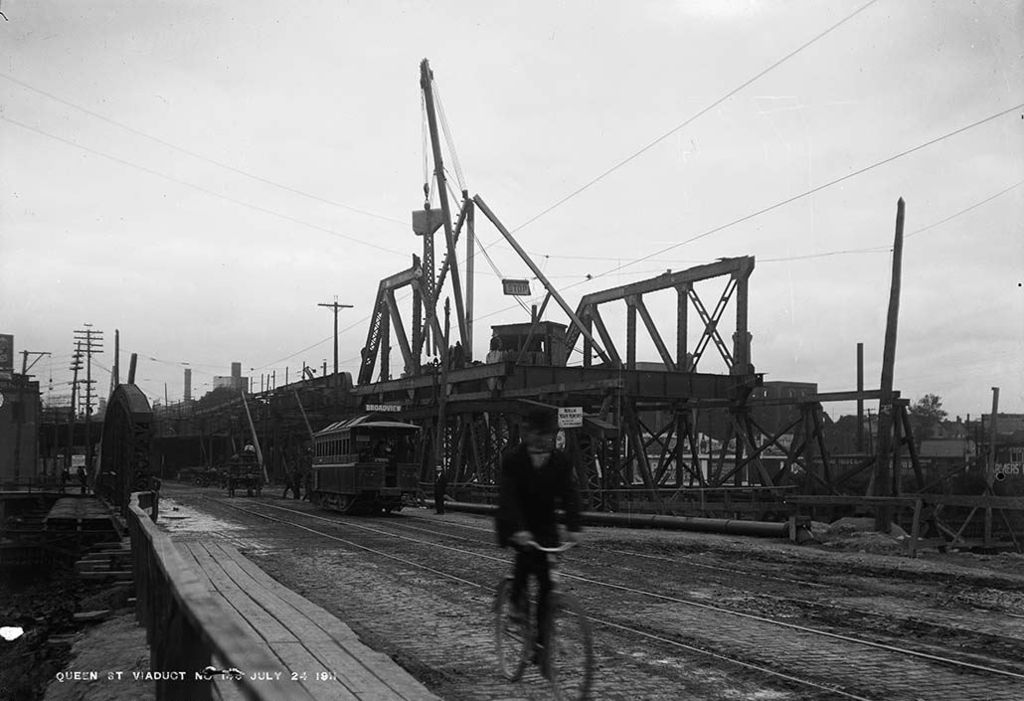 The Queen Street Viaduct under construction, 1911