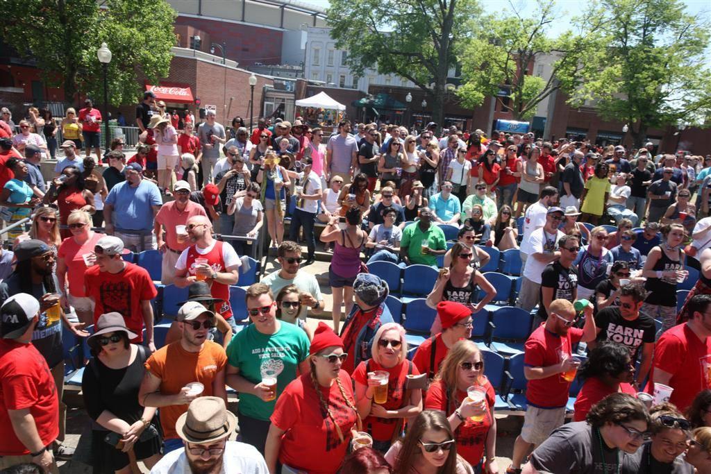 wine race crowd.jpg