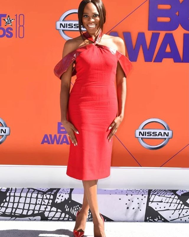 Another angle of @yvonneorji wearing Washington Roberts season AW18 Kite Dress now available for Pre-Order inquire within! Styled by @apuje for the 2018 BET Awards! #washingtonroberts #washingtonrobertsnewyork #wrwomen #betawards2018 #ladyinred