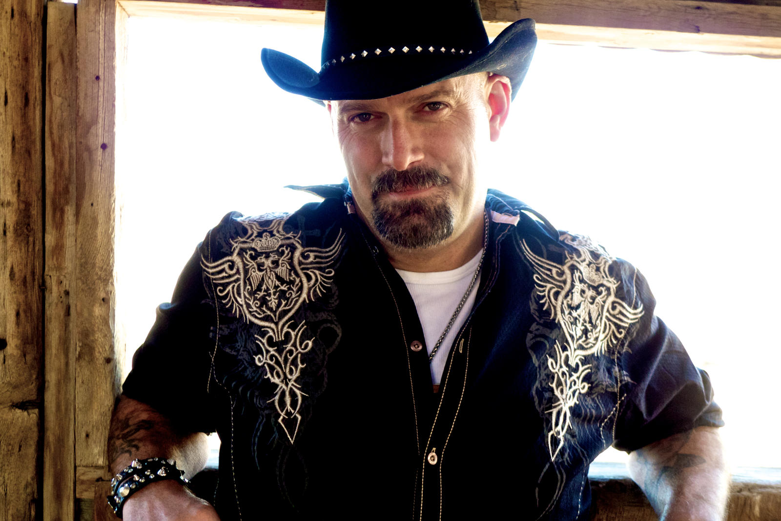 Todd Richard  is BC Country Music associations 'Humanitarian of the Year in 2017 & again in 2018, two time CBC Searchlight semi-finalist , Todd has shared the stage with many of country music's top acts, including Dwight Yoakum, Dierks Bentley, Gord Bamford, Aaron Goodvin and rock legend Randy Bachman to name a few.