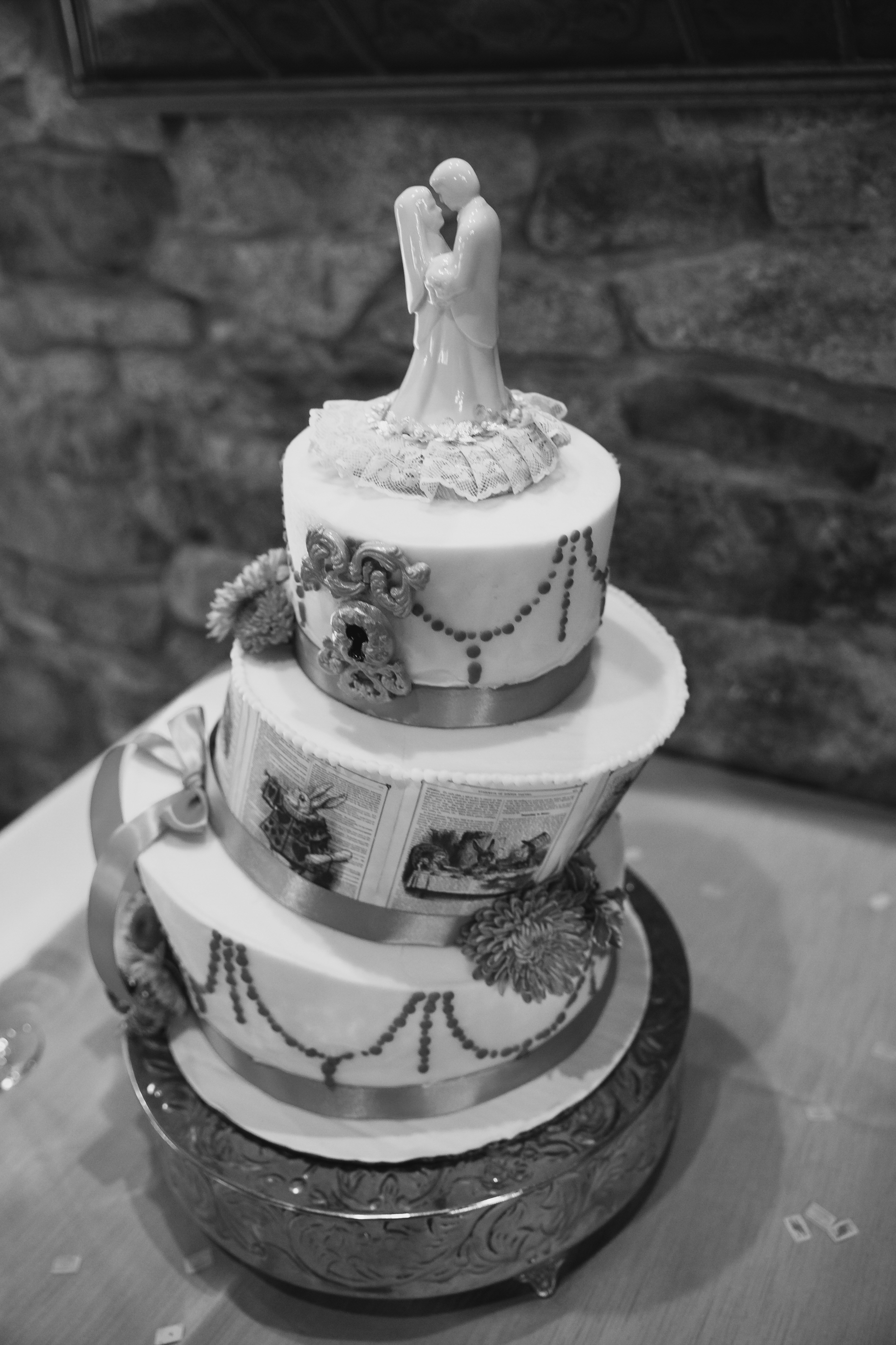 Castle McCulloch Wedding Cake Wedding Photographer, Jamestown, NC Photography