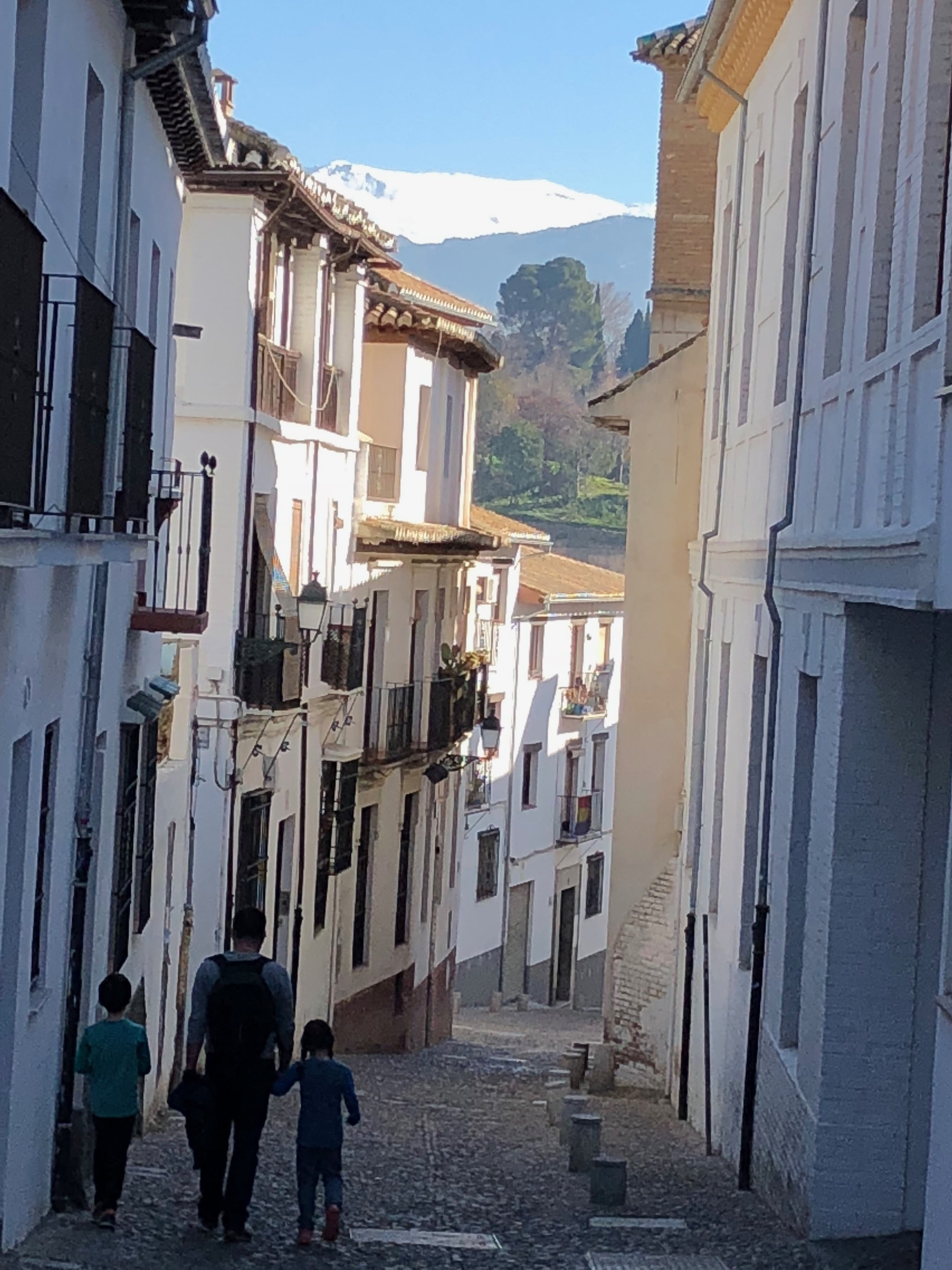 A stroll through the cobbled streets of Granada after our language class with the blue winter sky above and Sierra Nevada in the distance. Perfecto.