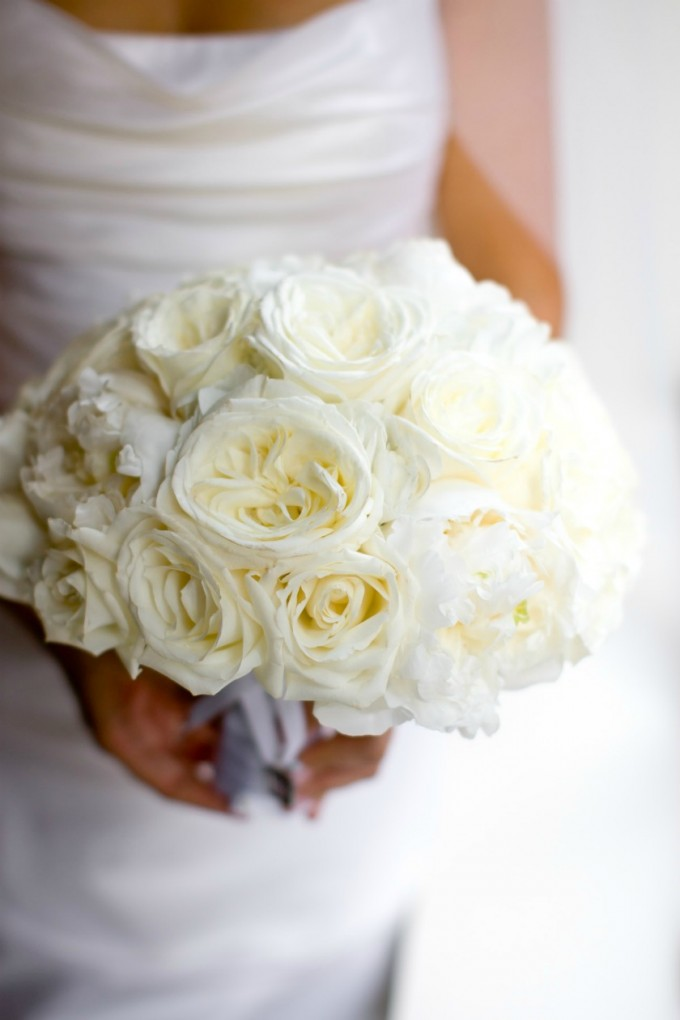 8 Chicago History Museum Wedding Dennis Lee Photo Sweetchic Events white garden rose bridal bouquet