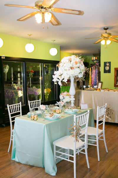 Mint, Peach, Gold Tablescape. Sweetchic Events. Flor Del Monte. Hinojosa Photography. I Do Event.