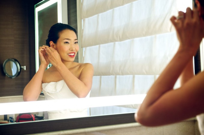Chicago Illuminating Company. David Wittig Photography. Sweetchic Events. Scarlet Petal. Bride Getting Ready in Mirror.