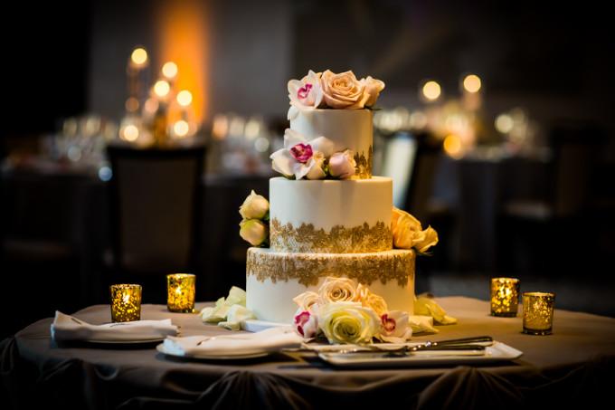 26. Langham Chicago Wedding. Steve Koo Photography. Sweetchic Events. Elysia Root Cakes. Gold Lace Trim Wedding Cake. Sahara Rose. Gold, Blush, Ivory.