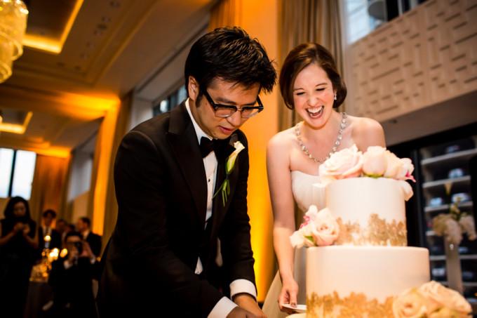 29. Langham Chicago Wedding. Steve Koo Photography. Sweetchic Events. Cake Cutting. Elysia Root Cakes. Gold Lace Wedding Cake. Sahara Roses.