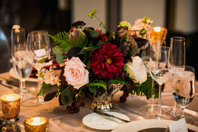 11-langham-wedding-steve-koo-photography-sweetchic-events-vale-of-enna-moody-romantic-wedding-centerpiece-low-and-lush-gold-vase-wine-blush-roses-ferns