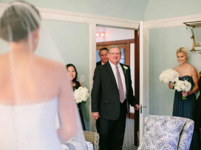 10-lake-geneva-country-club-wedding-lisa-mathewson-photography-sweetchic-events-father-daugher-first-look