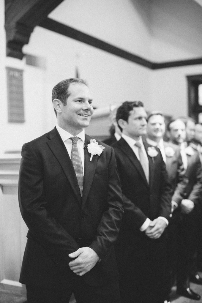20-lake-geneva-country-club-wedding-lisa-mathewson-photography-sweetchic-events-groom-ceremony