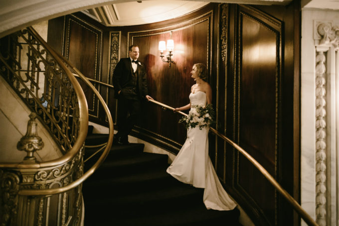 26-blackstone-chicago-wedding-pen-carlson-sweetchic-events-bride-and-groom-classic-vintage-hotel-grand-staircase