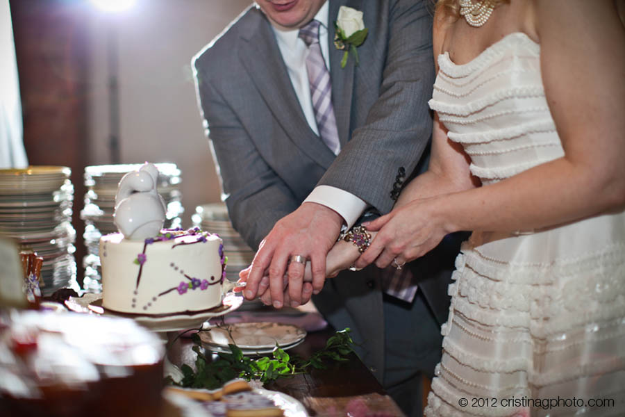 28 Kitchen Chicago Wedding Cristina G Photography Sweetchic Events Cake Cutting