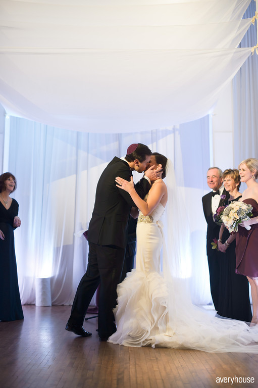 28. The Ivy Room. Avery House. Sweetchic Events. Ceremony. The Kiss.