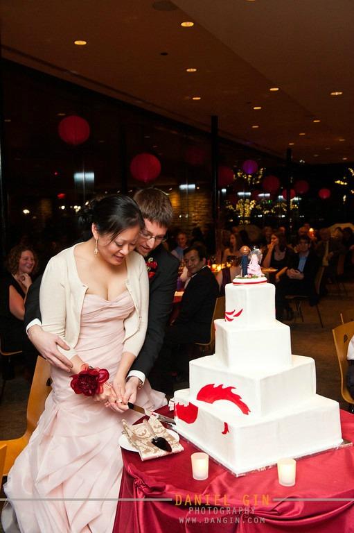 3 Morton Arboretum wedding Dan Gin photography Sweetchic Events cake cutting