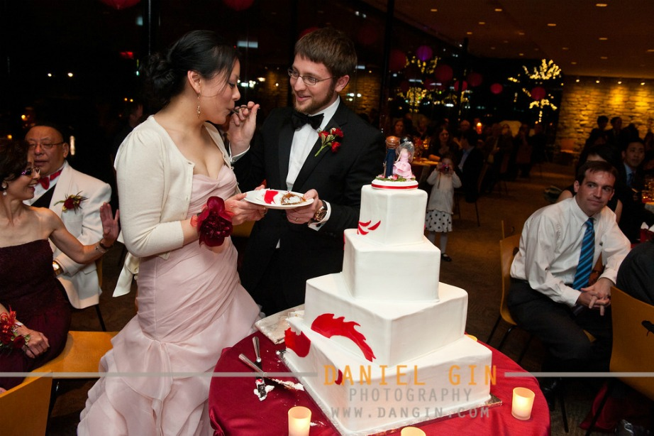 4 Morton Arboretum wedding Dan Gin photography Sweetchic Events cake cutting 2