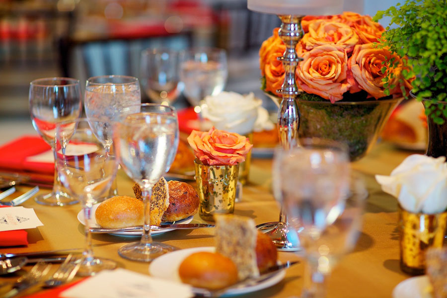 Chicago History Museum. Steve Koo Photography. Sweetchic Events. EP2. Orange Spray Rose in Urn Centerpiece.