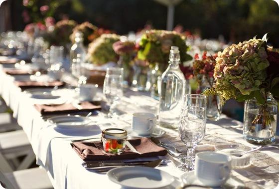 simple rustic outdoor wedding hydrangea centerpiece 3
