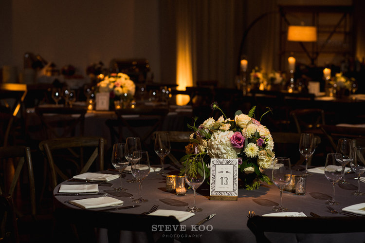 Sweetchic-Events_Ivy-Room_wedding-reception_low-floral-arrangement