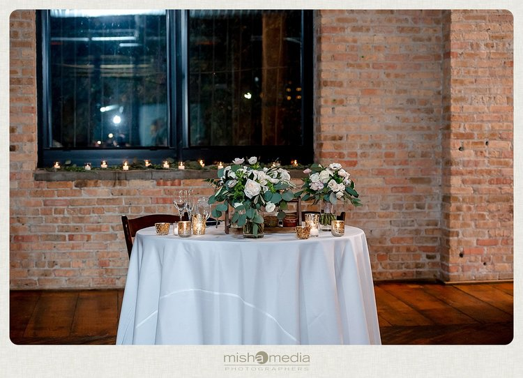 Sweetchic-Events_Lacuna-Lofts_rustic-wedding-reception_sweetheart-table