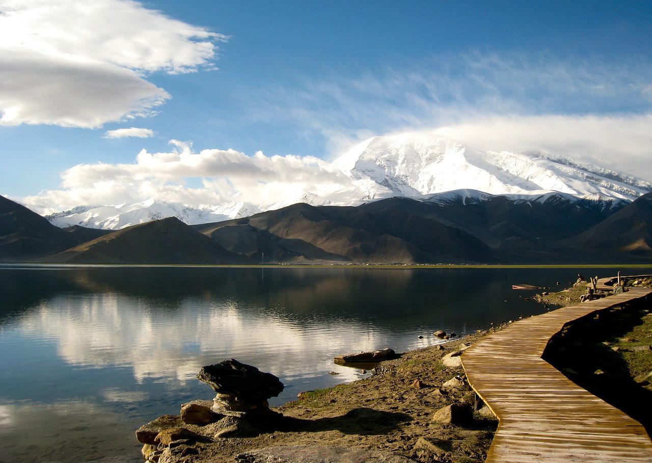 mountain-336641_1280.jpg