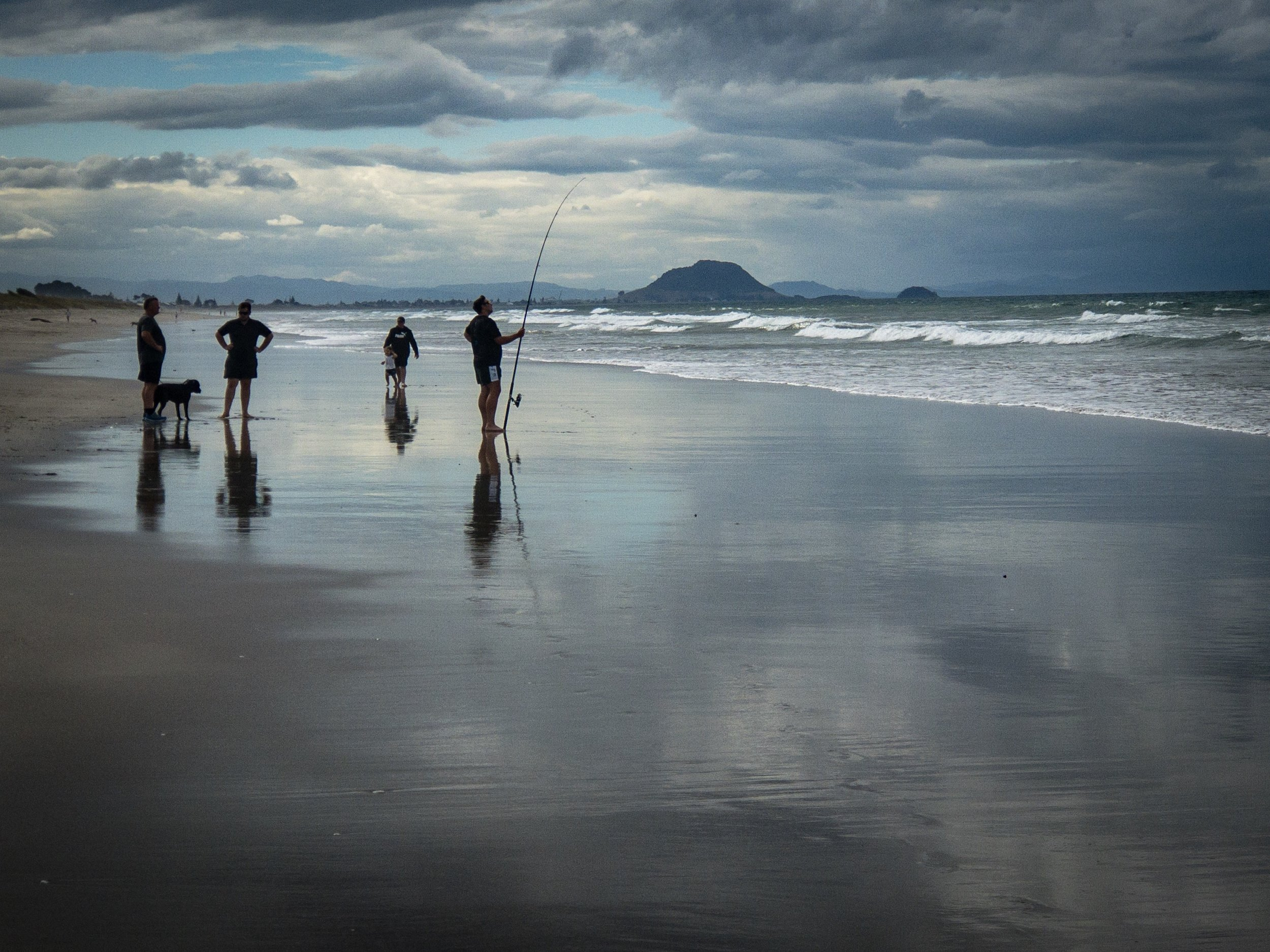 The long stretch of beach at Papamoa is a favorite surf fishing spot