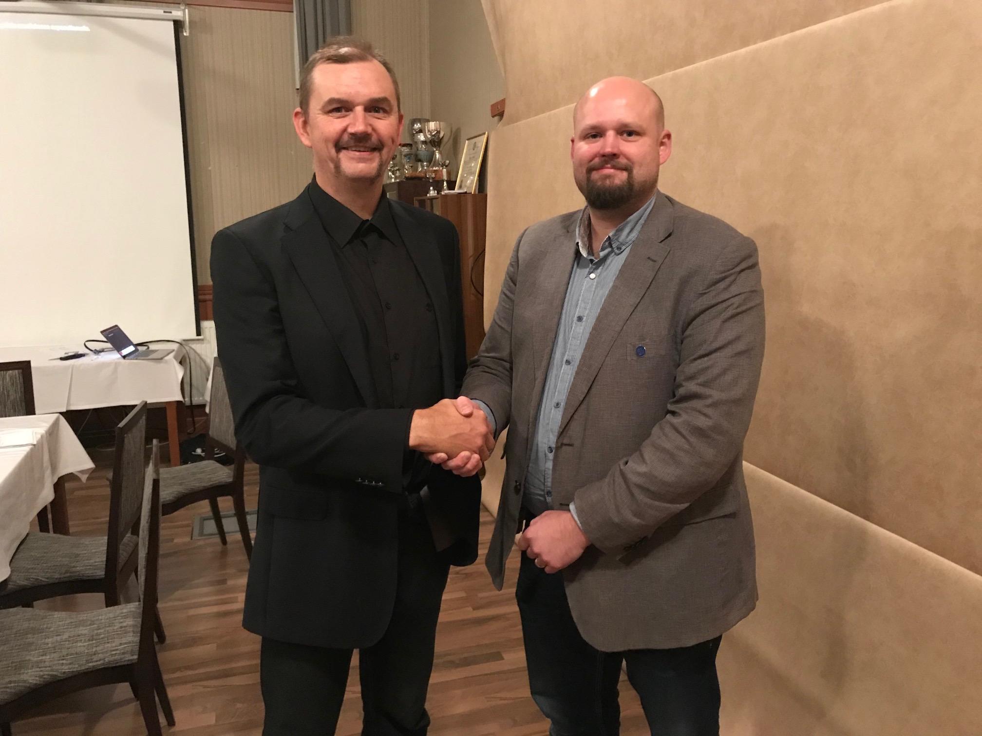 EPU ry:n puheenjohtaja Hannu Kangas toivotti uuden hallituksen jäsenen Anssi Kuusiston Jalasjärven Jalaksesta mukaan piirin toimintaan.