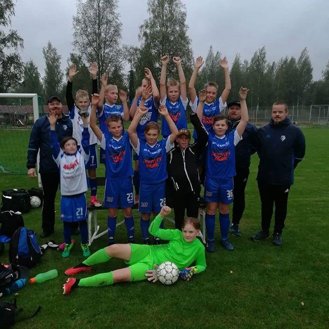 Eilen pelattiin P12 kolmosen piirisarjan viimeinen ottelu #alavudenpeliveikot vastaan #jalasjärvenjalas. Ottelu päättyi 2-5 voittoon ja samalla varmistui kolmosen 2.lohkon voitto! Hyvä pojat ja valmennus 💪💪💪 #jalasfootball #junnufutis #kausipulkassa