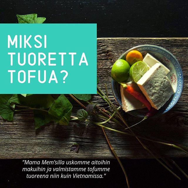 Suurin osa Pohjoismaissa myytävistä tofuista on valmistettu päivittäistavarakaupan tarpeisiin, ja ne sisältävät lisäaineita, jotka toki pidentävät tuotteiden säilyvyysaikaa, mutta samanaikaisesti muuttavat niiden koostumusta ja makua. Me Mama Mem'sillä uskomme aitoihin makuihin ja panostamme niihin, eli tuotamme aitoa vietnamilaistyylistä tuoretofua. 🌱🌍☀️ #mamamems #tofu #tuore #luomu #fresh #organic #vege #vegeruoka #kasvisruoka #madeinhelsinki #mamamemstofu