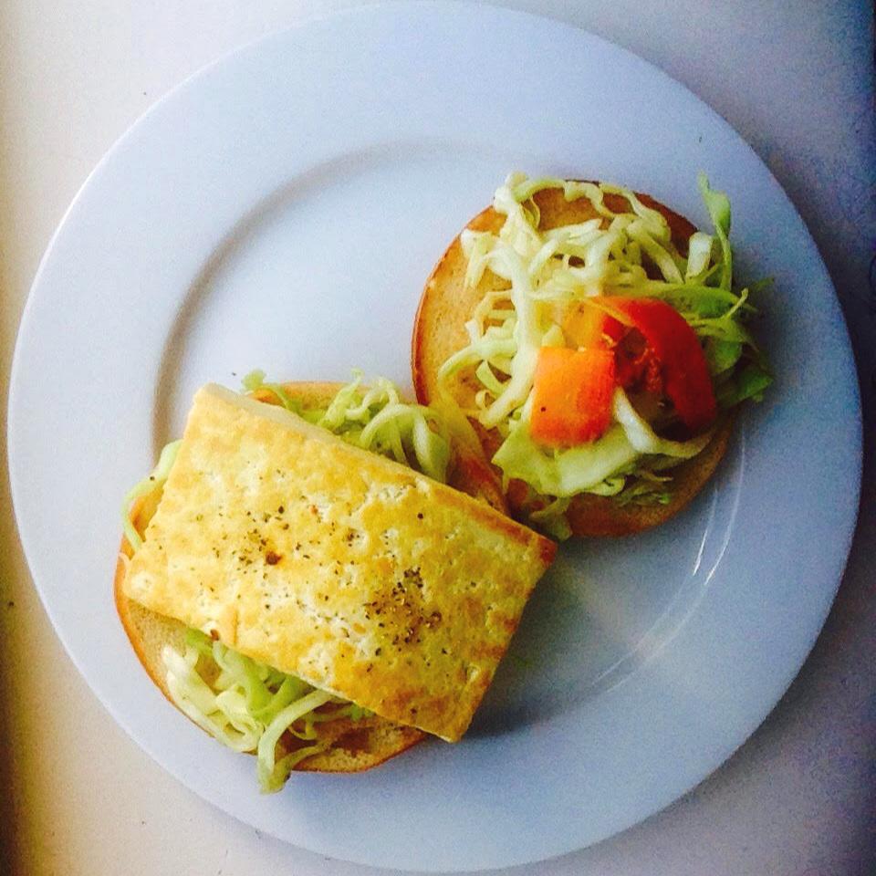 Tofu halloumi burger with coleslaw