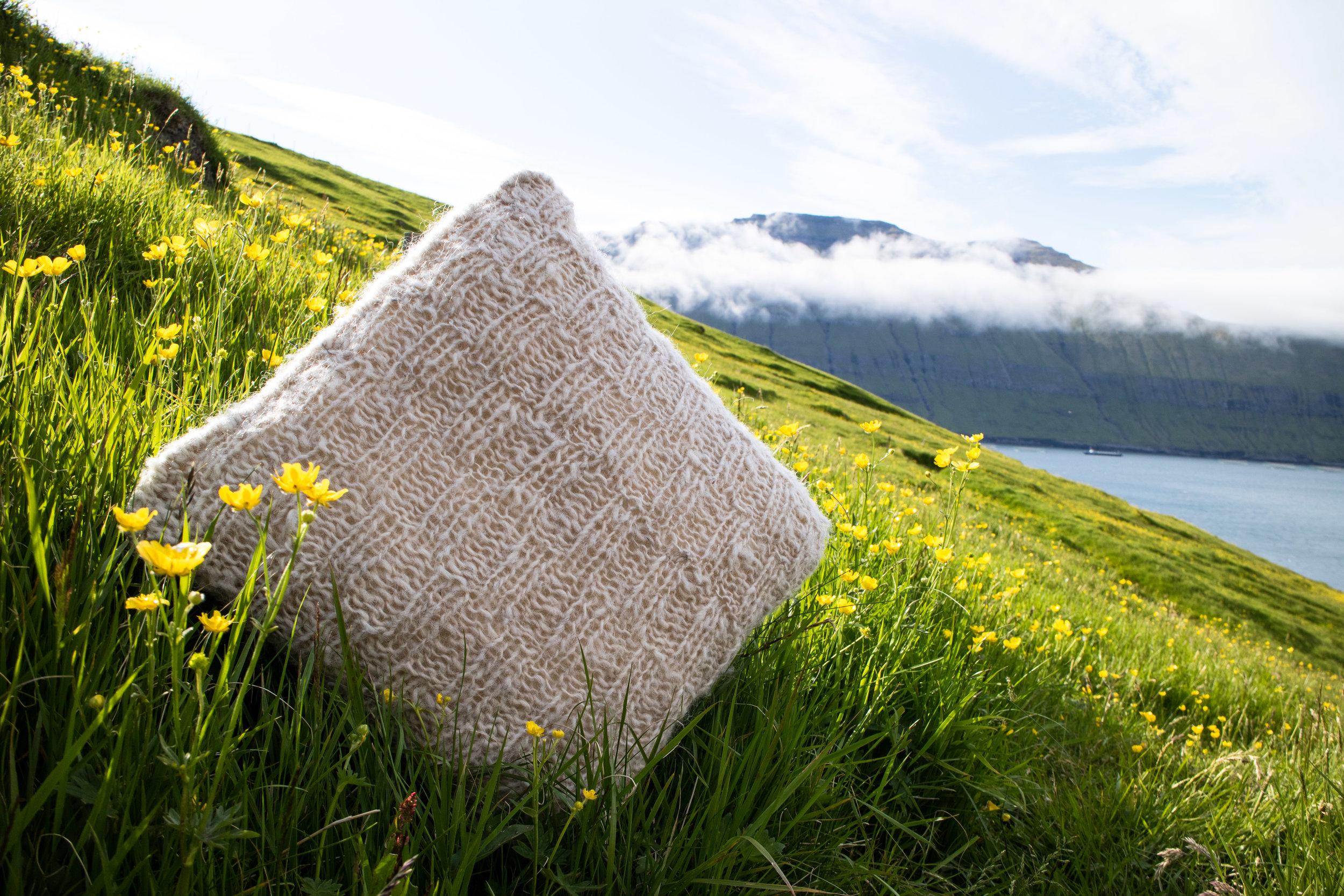 Skattakista Kissen Weiß © My Faroe Islands, Anja Mazuhn  (1 von 1).jpg