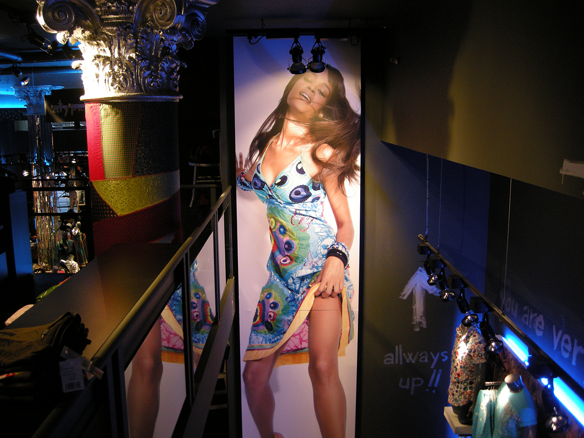 Desigual (Large Format Wall Cling)