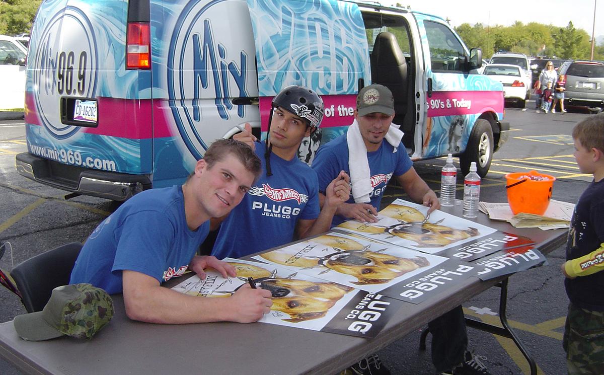 Hot Wheels BMX Bike Team sign autographs