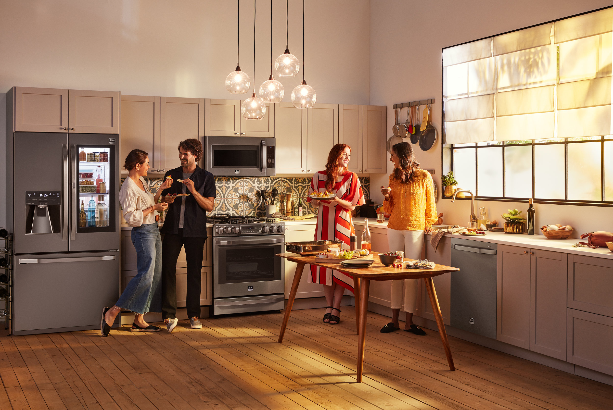 LG-STUDIO_CAMPAIGN_Freestanding_BSTS_Guests_for_a_night_in_0995_I_web.jpg