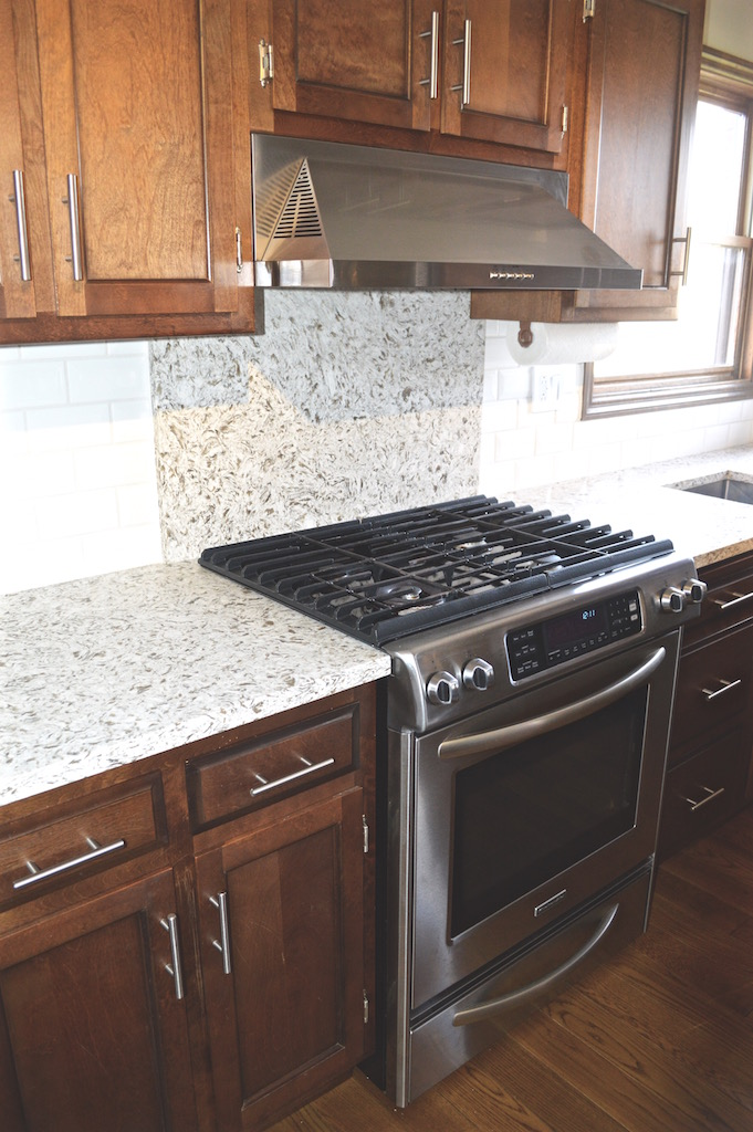 quartz-countertops-white-subwaytile.jpg