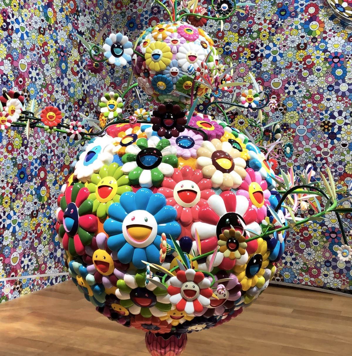 Takashi Murakami,  Flower Ball (Lots of Color),  installed at the Fort Worth Modern.