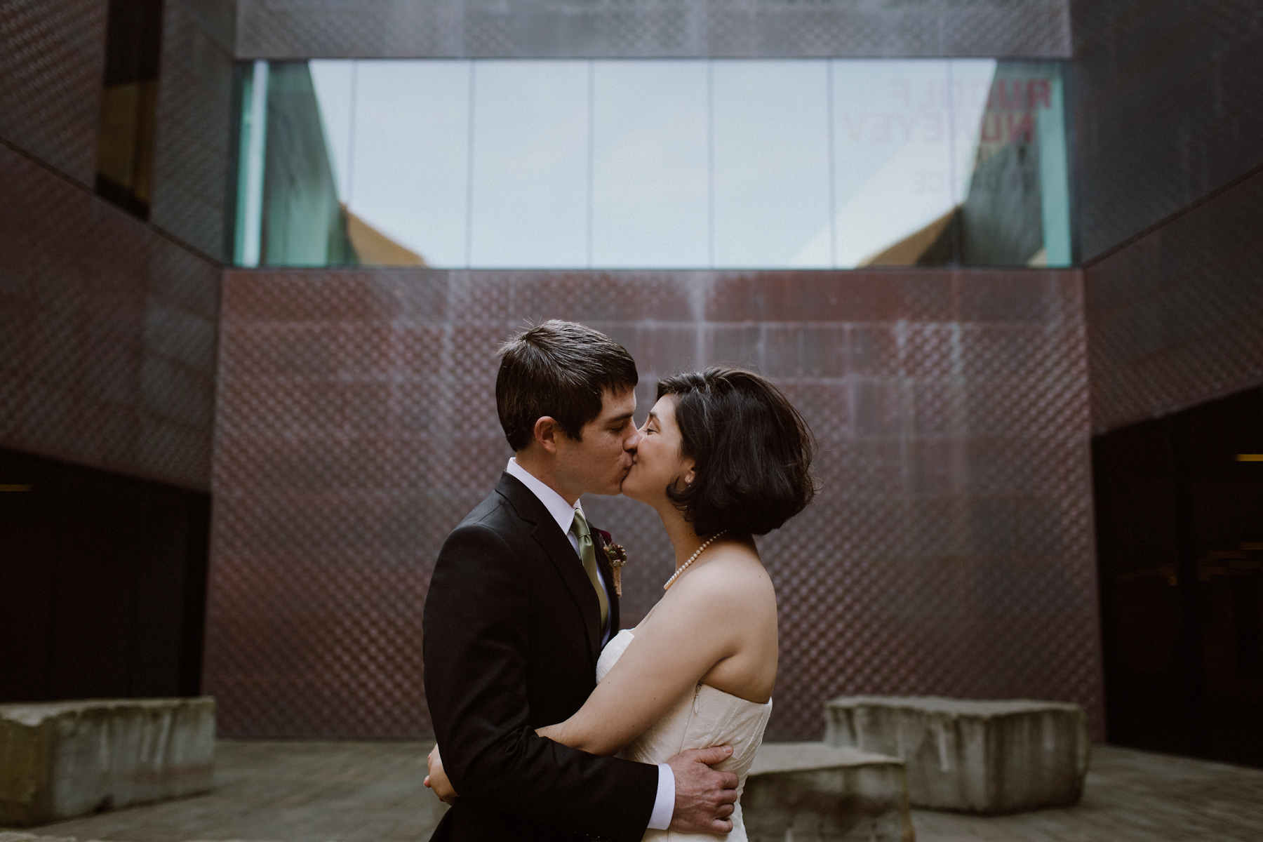 De Young Museum wedding portraits.