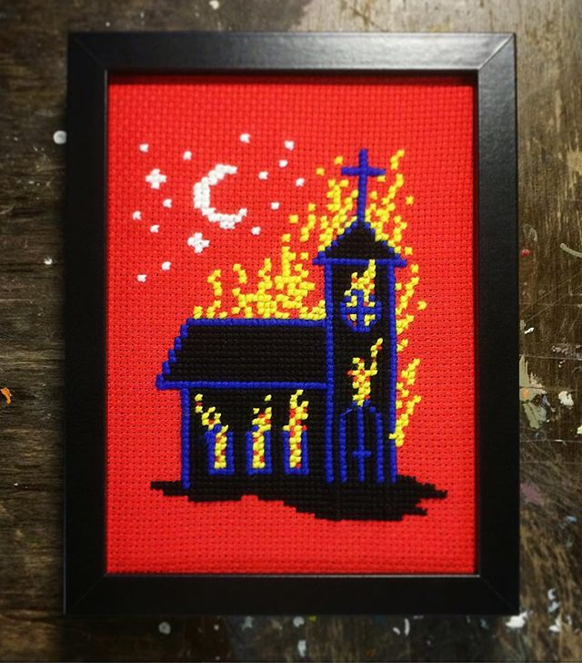 Kyrka nr 5. 🔥⛪️🔥 #oscarinristipisto #ristipisto #handarbete #korsstygn #craft #burningchurch #norway #deathmetal #blackmetal #doom #crossstitch