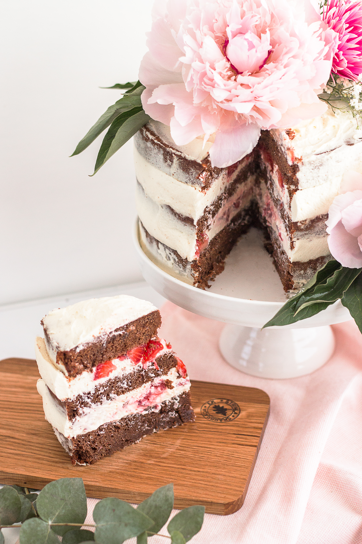 Seminaked chocolate cake | Swedish recipe | Sandramarias.com