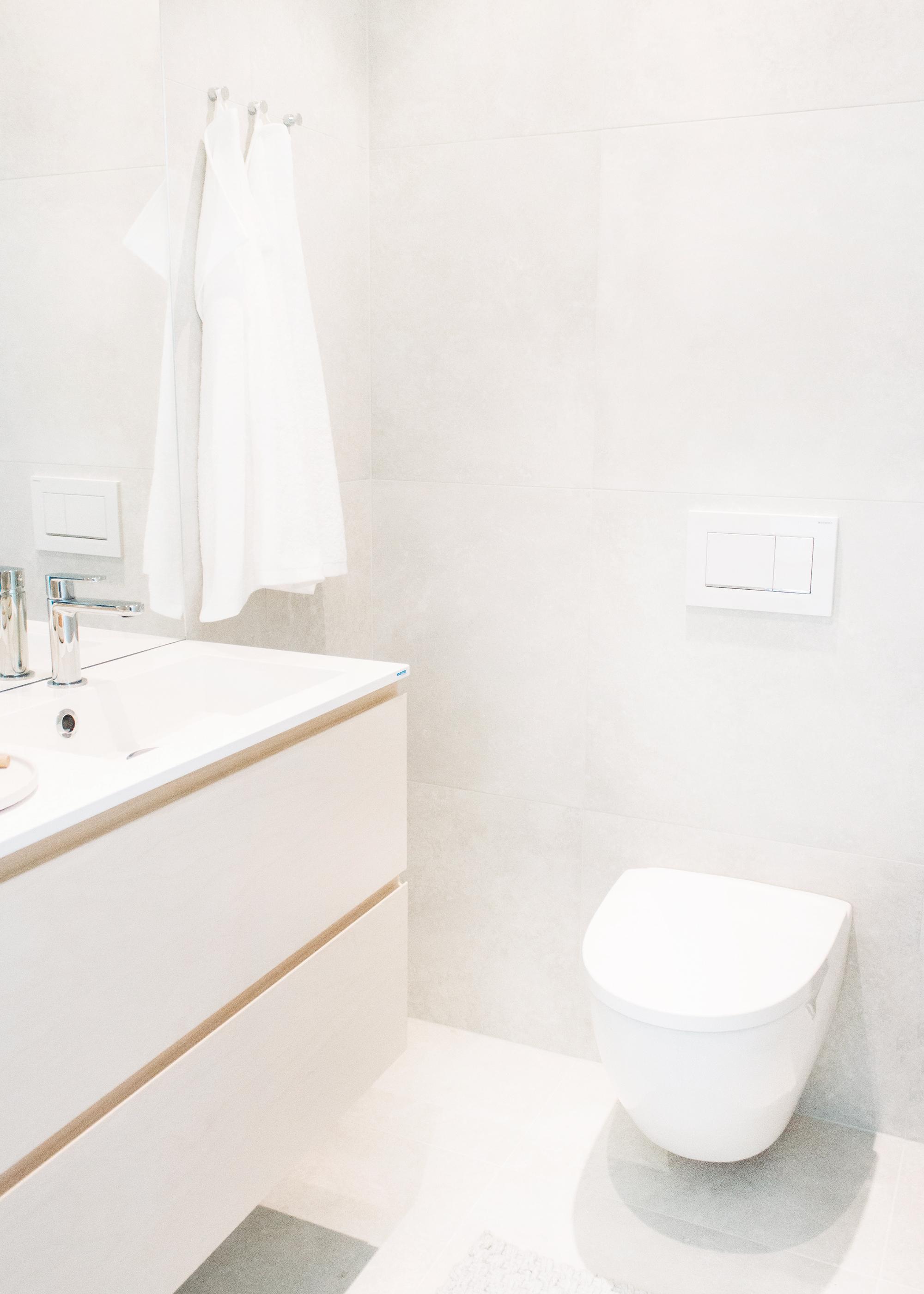 Home Tour: Our Small Guest Bathroom | Vårt gästbadrum | Scandinavian interior design | Minimalist style | By Sandramaria | Sandramarias.com
