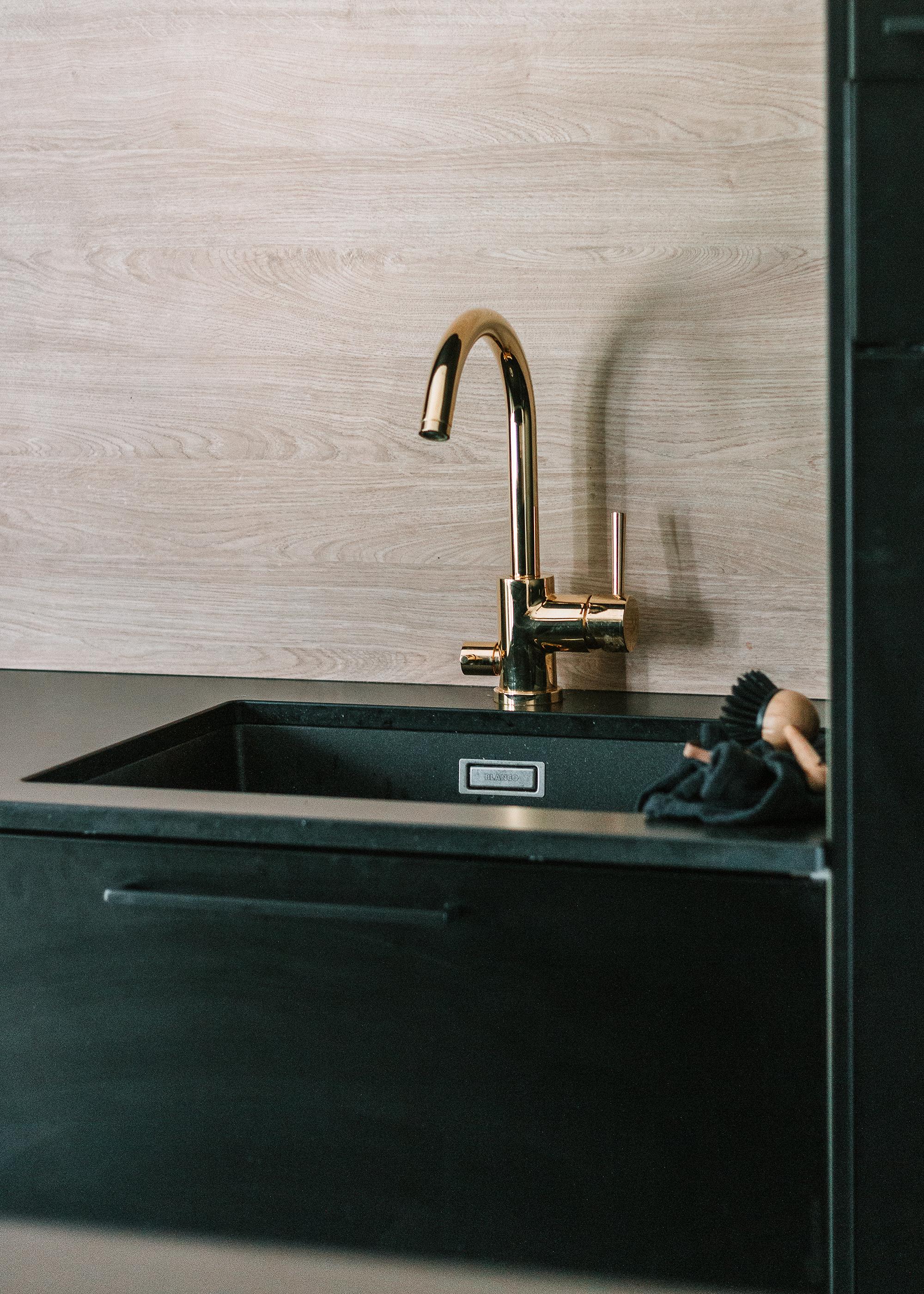 Building Home: Vårt älskade kök | Skandinaviskt svart kök | Minimalistiskt kök | Naturligt naturnära | Inredning By Sandramaria | Topi-Keittiöt