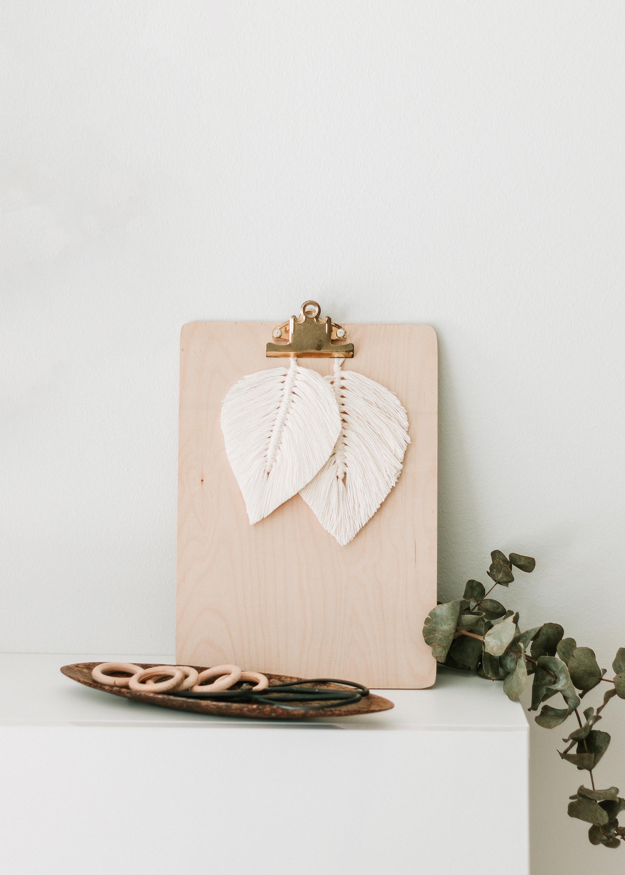 Hur man gör en makraméfjäder | DIY Macramé feather | By Sandramaria | Sandramarias.com