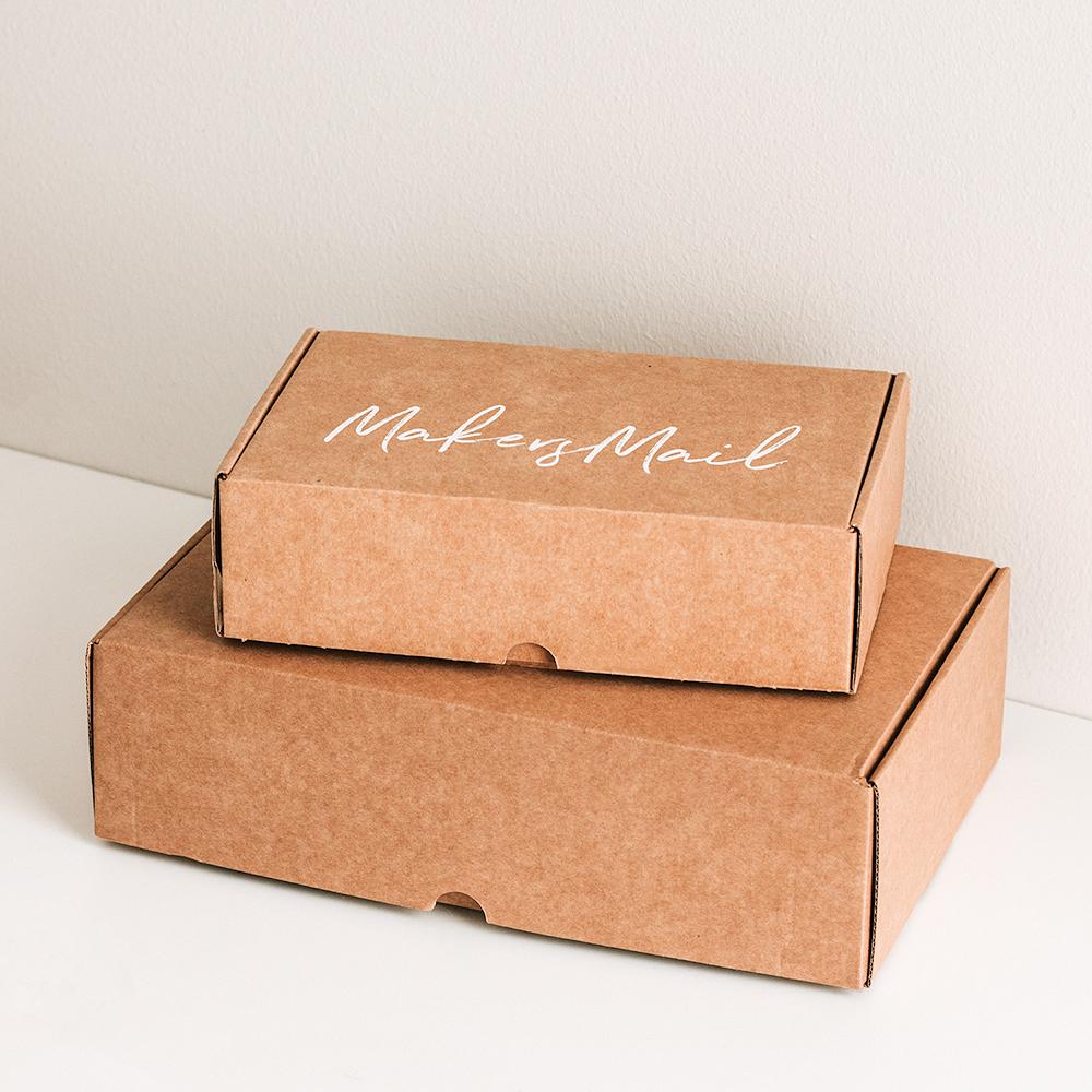 Prenumerera - Som Makers Mail prenumerant får du hem en box var tredje månad med ett nytt härligt projekt varje gång.35€ / var tredje månadFörsäljningen öppnar näst den 4:e november.