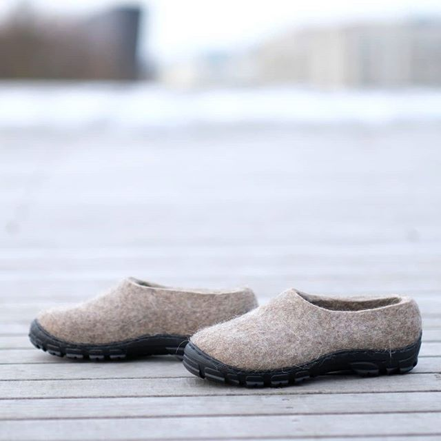 Just In. Cruelty free organic wool🐑💚🐑 shoes and boots. We will make a pair for you! Discover our favorite sustainable amazing wool shoes for all occasions.The warmest wool 👢 boots and super comfy for ❄️☃️⛷️🏔️winter season! *hyper lightweight *let your foot to breath *fits your foot line. Not too tight, not too big, not too small *100% natural wool We ship worldwide.With love #feltforma 💝😘 with #loveeverystep