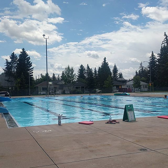 Fantastic weather for a lane swim! Fingers crossed it stays great for the #canada day long weekend. Anti rain dance life!  #canadaday #cospa #bowview #swoleview