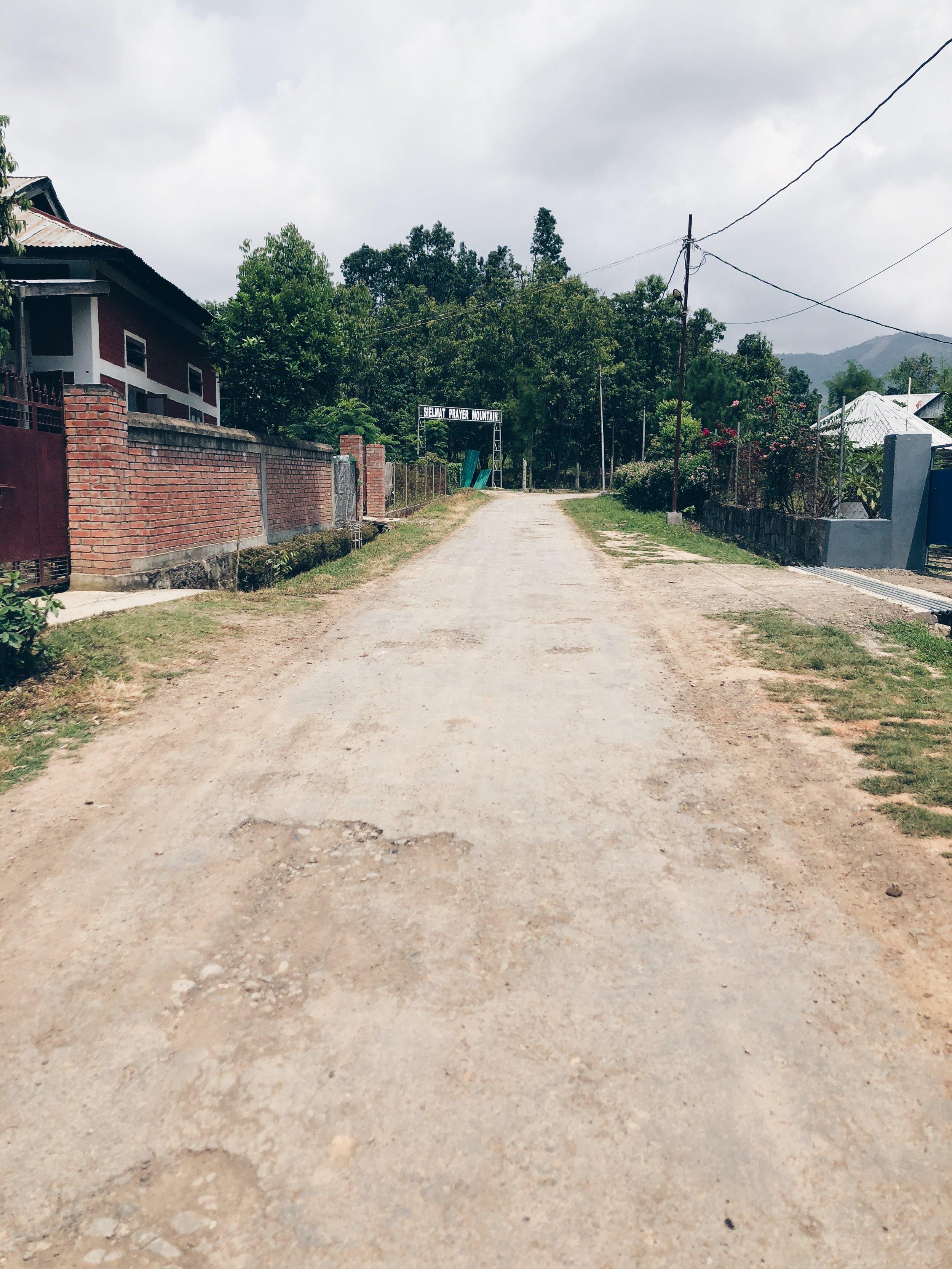 The main road through Sielmat that leads to Prayer Mountain