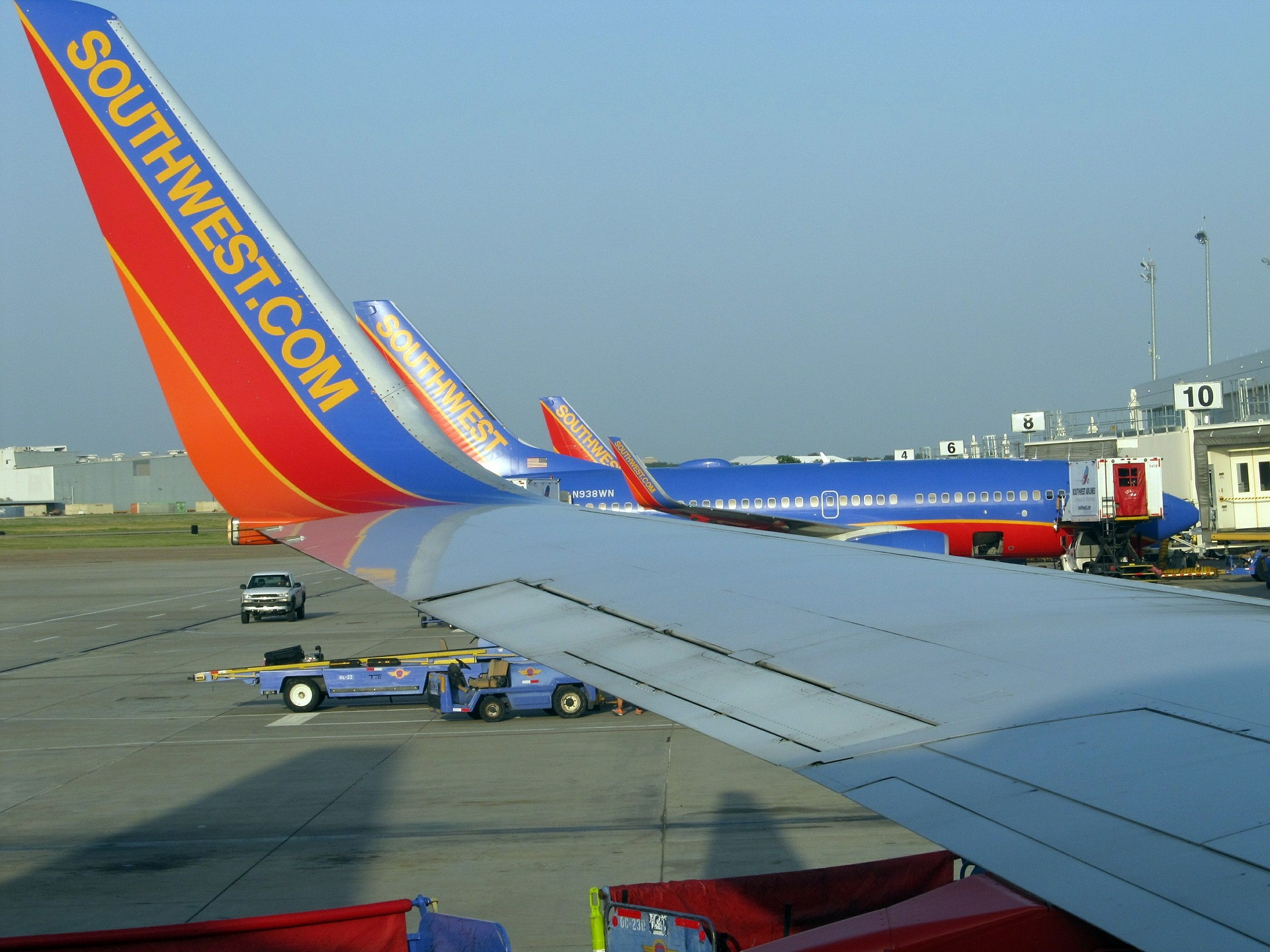 airport-gates-427605_1920.jpg